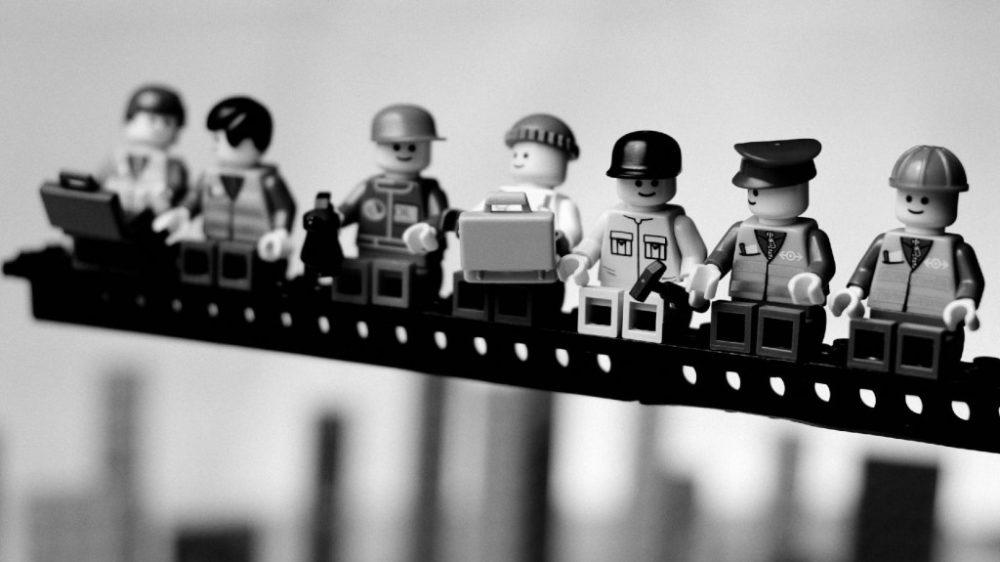 1486574625_lavoratori-di-lego1