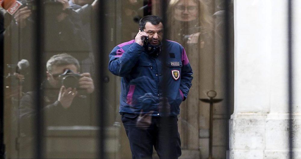 Camera, Maestri: Denunciamo Salvini, divisa vietata in Parlamento