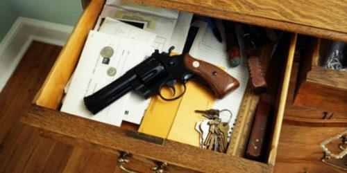 Armi, Civati: candidato leghista con pistola è messaggio violento