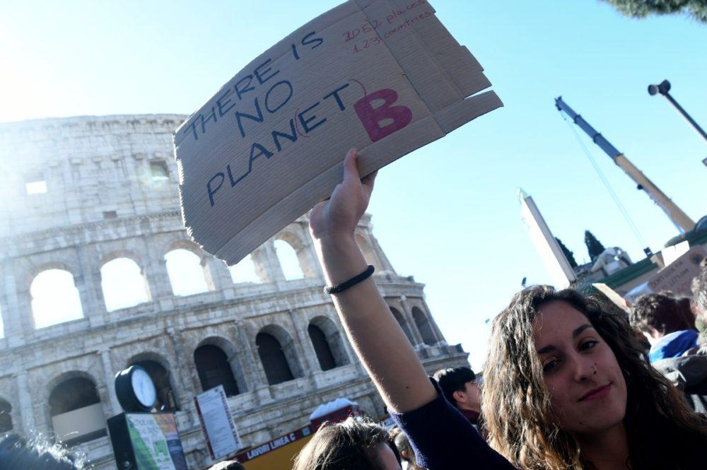 Clima: studenti romani 'rispondo' ad appello Greta Thunberg, al Colosseo pronta la 'marcia per futuro pianeta'-foto 10